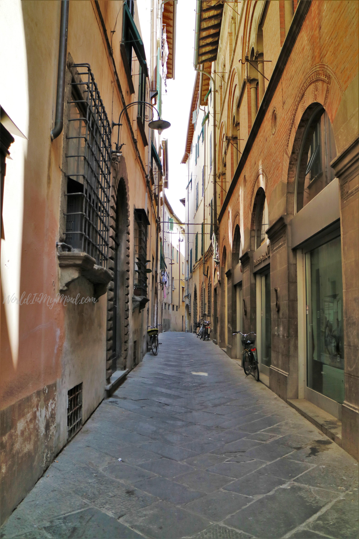 Urban photography: Lucca, Tuscany, Italy